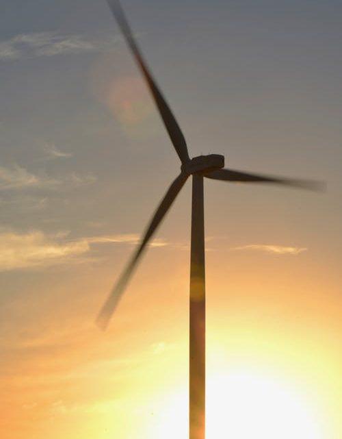 De landelijke politiek wil mega turbines alleen op zee