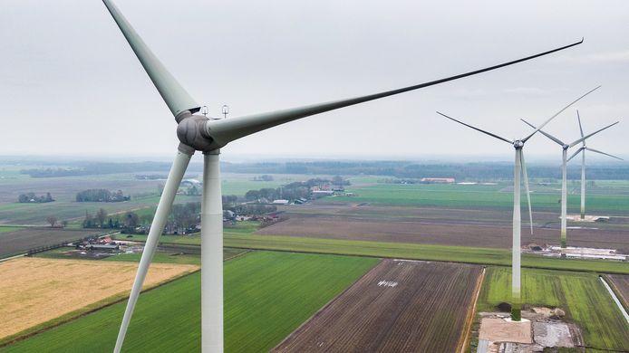 De wethouder wil het niet over de hoogte van de turbines hebben. Zijn antwoord