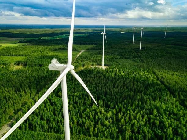 EenVandaag: giga windturbines moeten op 2,5 km. afstand, blijkt uit onderzoek. 'Voorkom leed door goed te plannen'